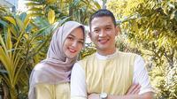 Orang tua dari baby Athar ini memang cukup sering memakai busana kembar. Seperti saat Hari Raya Idul Fitri, keduanya kompak memakai busana muslim senada. Keduanya memilih warna kuning di hari penuh kebahagiaan itu.  (Liputan6.com/IG/@citraciki)