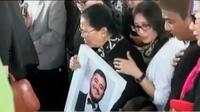 Sejumlah penyanyi dan selebritis hadiri pemakaman Mike Mohede.
