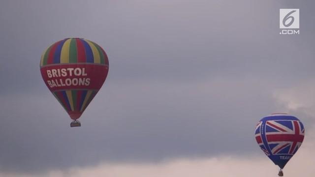 Festival balon terbesar di Eropa ini diadakan setiap musim panas.