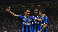 Pemain Inter Milan, Romelu Lukaku dan Vecino merayakan gol yang dicetak Stefano Sensi pada menit 24 saat menjamu Lecce di Stadion San Siro pada Selasa (27/8/2019) dini hari WIB. Doc: Inter Milan
