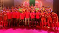 PSM Makassar memperkenalkan logo baru saat launching tim di Lapangan Karebosi, Makassar, Jumat (14/4/2017). (Bola.com/Abdi Satria)