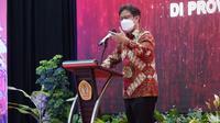 Menteri Kesehatan RI Budi Gunadi Sadikin menyaksikan vaksinasi tahap II untuk pelayan publik dan launching Kartu Bengkulu Sejahtera, 11 Maret 2021. (Dok Kementerian Kesehatan RI)