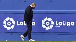 Petaka Suarez di Camp Nou terjadi saat kedatangan Ronald Koeman di Barcelona. Pelatih Belanda itu tidak memasukkan mantan striker Liverpool itu ke dalam skema taktiknya.(AP/Alvaro Barrientos)