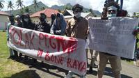 Sejumlah warga Kecamatan Bone Raya saat melakukan aksi penolakan Perusahaan Tambang Emas PT. Gorontalo Mineral (Arfandi Ibrahim/Liputan6.com)