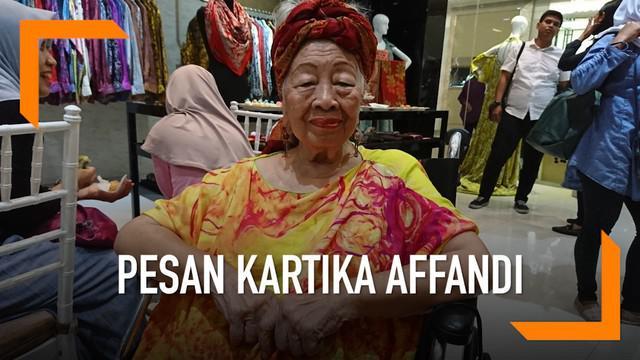 Kartika Affandi memberi pesan kepada perempuan Indonesia di sela kampanye Move Right. Bahwa perempuan haruslah mandiri dan tidak bergantung pada orang lain, terutama laki-laki.