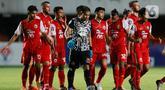 Pemain Persija Jakarta usai mengalahkan Persib Bandung pada laga final Piala Menpora 2021 di Stadion Maguwoharjo, Sleman, Kamis (22/4/2021). Persija menang dengan skor 2-0. (Bola.com/M Iqbal Ichsan)