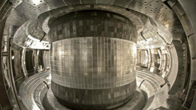 Penampakan reaktor di China yang disebut 'matahari buatan' atau Experimental Advanced Superconducting Tokamak (EAST). (sumber: Institute of Plasma Physics Chinese Academy of Sciences)