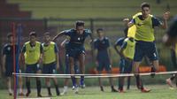 Qatar U-19 langsung menjajal lapangan meskipun baru tiba di Jakarta pada Selasa (16/10/2018) siang WIB. (dok. Qatar Football Association)