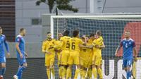 Para pemain Belgia merayakan gol ke gawang Islandia pada Liga A Grup 2 UEFA Nations League, di Reykjavik, Selasa (11/9/2018). (AFP/Haraldur Gudjonsson)