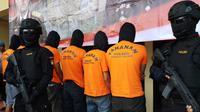 Polisi membekuk sejumlah pengemudi ojek online yang mengeroyok pengamen