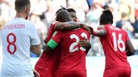 Bek Panama Felipe Baloy mereyakan gol bersama rekannya saat melawan Inggris dalam pertandingan Piala Dunia 2018 di Nizhny Novgorod Stadium, Rusia (24/6). (AFP/Martin Bernetti)