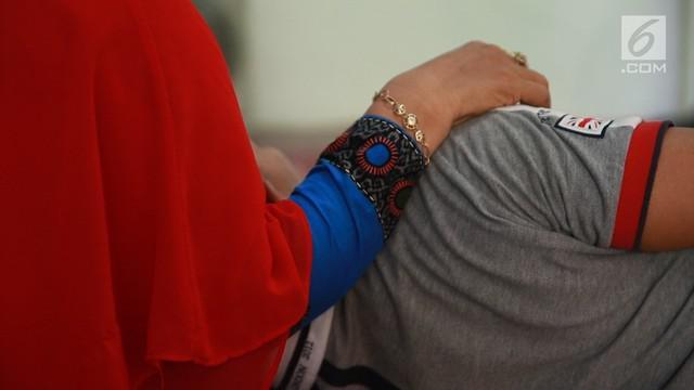 Vasektomi belum jadi pilihan kontrasepsi yang umum. Kekhawatiran gangguan fungsi kelamin dan budaya patriarki, menjadi penyebab. Padahal vasektomi disebut sebagai metode kontrasepsi paling efektif. Sebagian pelakunya malah merasakan peningkatan kuali...