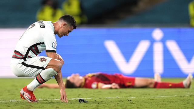 Cristiano Ronaldo bereaksi ketika pertandingan babak 16 besar Euro 2020 antara Belgia melawan Portugal yang berlangsung di Stadion La Cartuja, Sevilla pada Minggu (27/06/2021). (AFP/Pool/Thanassis Stavrakis)