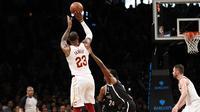 LeBron James lepakan jump shoot pada laga Cavaliers vs Nets di lanjutan NBA  (AP Photo/Kathy Willens)