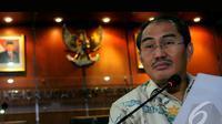 Ketua DKPP Jimly Asshiddiqie menyindir Tim Advokasi Prabowo-Hatta yang melaporkan aduan terkait pelaksanaan Pilpres 2014 pada libur lebaran Idul Fitri 1435 Hijriah, Jakarta, Senin (4/8/2014) (Liputan6.com/Faisal R Syam)