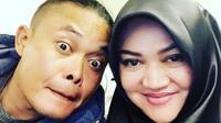 Sule mengunggah potret kemesraannya bersam istri tercintanya, Lina (Instagram/@ferdinan_sule)