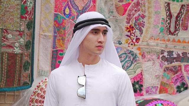 Verrell Bramasta Berpakaian Mirip Lelaki Arab