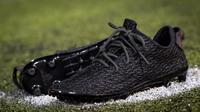 Sepatu Bola Nyentrik yang didesain Kanye West (Adidas/Liputan6.com)