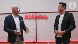 AIA President Director Sainthan Satyamoorthy dan AIA Indonesia Brand Ambassador Christian Sugiono berbincang pada peluncuran AIA Vitality di Jakarta (03/01/2020). AIA Vitality diluncurkan di 8 negara sebagai pendukung gaya hidup sehat. (Liputan6.com/Fery Pradolo)