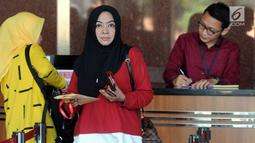 Mantan Anggota DPR Wa Ode Nurhayati bersiap menjalani pemeriksaan di gedung KPK, Jakarta, Rabu (21/8/2019). Wa Ode diperiksa sebagai saksi dalam kasus korupsi pengadaan proyek KTP Elektronik (E-KTP) untuk tersangka Direktur Utama PT Sandipala Arthaputra, Paulus Tannos. (merdeka.com/Dwi Narwoko)