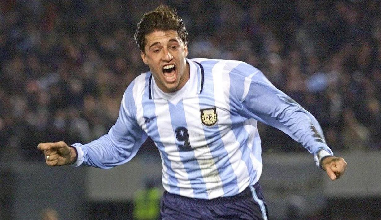 Hernan Crespo dipanggil oleh Timnas Argentina ketika Olimpiade Atlanta 1996. Dirinya berhasil mengantarkan Tim Tanggo menyabet medali perak dan keluar sebagai top skor dengan torehan enam gol. (Foto: AFP/Miguel Mendez)