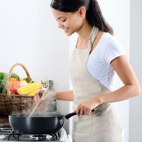 Ilustrasi memasak/copyright shutterstock by Daxiao Productions