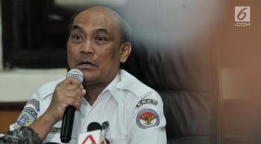 Ketua KNKT Soerjanto Tjahjono memberi keterangan terkait perkembangan investigasi Lion Air PK-LQP di Kantor KNKT, Jakarta, Kamis (21/3). KNKT memberi penjelasan terkait isi Cockpit Voice Recorder (CVR) Lion Air PK-LQP. (merdeka.com/Iqbal Nugroho)