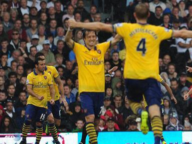 Arsenal berhasil memenangkan pertandingan dengan skor 1 - 3 pada pertandingan Liga Inggris antara Fulham melawan Arsenal di Stadion Craven Cottage, London Sabtu 24 Agustus 2013. (AFP/Carl Court)