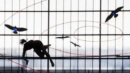 Atlet Nicole Buechler dari Swiss tengah berlatih di nomor lompat galah persiapan ajang IAAF Diamond League international Athletics di Zurich, Swiss, (31/8/2016). ajang ini dimulai pada tanggal 1 september 2016. (EPA/Ennino Leanza)