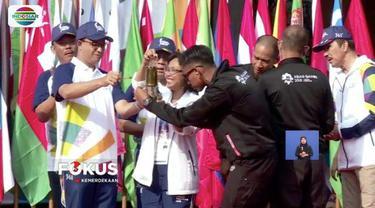 Satu hari jelang upacara pembukaan Asian Games, api obor sudah hampir mendekati titik terakhir di Stadion Utama Gelora Bung Karno (SUGBK) Jakarta.