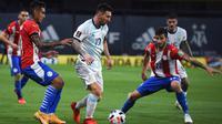 Lionel Messi hanya mampu membawa Timnas Argentina bermain imbang 1-1 kontra Paraguay pada laga ketiga kualifikasi Piala Dunia 2022 zona CONBEMBOL, di Stadion La Bombonera, Jumat (13/11/2020) pagi WIB. (Marcelo Endelli/POOL/AFP)