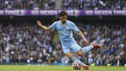 Bernardo Silva mampu tampil merepotkan lini pertahanan Burnley. Ia juga mampu mencetak gol pembuka Manchester City pada menit ke-12. Hal tersebut membuat pemain 27 tahun tersebut dinobatkan sebagai man of the match dengan koleksi voting suara sebesar 48,6%. (AP/Jon Super)