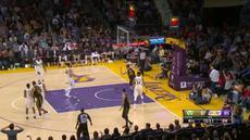 Berita video game recap NBA 2017-2018 antara Milwaukee Bucks melawan LA Lakers dengan skor 124-122.