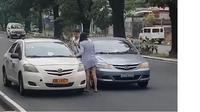 Seorang wanita mengmuk dan menampar supir taksi tua di Filipina. Source: philippinestrend.com