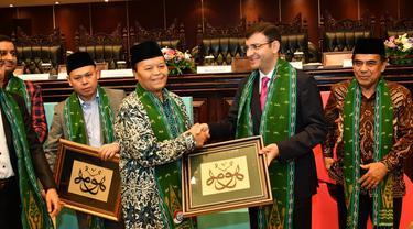 Wakil Ketua MPR RI Hidayat Nur Wahid (HNW)