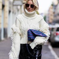 Tetap kece dan modis dengan outfit ini. (Sumber foto: www.stylecaster.com)