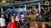 Grup musik OP Voice Band tampil dalam acara bertajuk Musik Tepi Barat dan Timur di jalur pedestrian kawasan Sudirman, Jakarta, Jumat (22/11/2019). Kegiatan rutin itu diadakan Dinas Pariwisata dan Kebudayaan Provinsi DKI pada Selasa dan Jumat mulai pukul 16.30 - 19.30 WIB (Liputan6.com/Faizal Fanani)