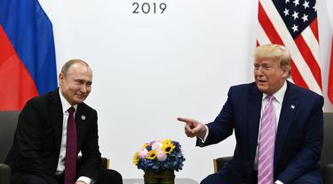 Donald Trump bertemu Vladimir Putin dalam KTT G20 (AFP Photo)