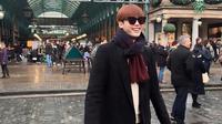 Lee Jong Suk asyik menikmati hari liburnya dengan berjalan-jalan ke luar negeri.