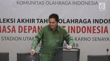 Ketua Umum KOI, Erick Thohir saat menjadi pembicara kunci pada Refleksi Akhir Tahun Olahraga Indonesia di SUGBK, Jakarta, Senin (10/12). Acara Refleksi Akhir Tahun ini juga dihadiri Ketua INAPGOC Raja Sapta Oktohari. (Liputan6.com/Helmi Fithriansyah)