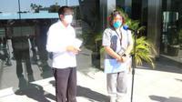 dr. Hermi Indita Malewa bersama  Dr. Marius Jelamu saat memberikan keterangan Pers, di Kantor Gubrenur NTT. (Foto Biro Administrasi Pimpinan Setda Provinsi NTT)