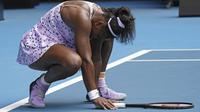 Serena Williams harus mengakui keunggulan Wang Qiang pada babak ketiga Australia Terbuka 2020. (AP Photo/Lee Jin-man)