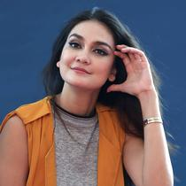 Artis peran dan presenter, Luna Maya kini mulai fokus dengan bisnisnya. Sebagai selebriti, ia tidak akan melepas begitu saja karier yang melambungkan namanya. Apalagi kalau masyarakat masih menghendaki. (Nurwahyunan/Bintang.com)