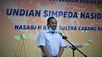 Jafaruddin, seorang guru di Kabupaten Muna mendapatkan hadian Rp500 juta dari Bank Sulawesi Tenggara.(Liputan6.com/dokumen Bank Sultra)