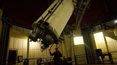 Teropong Zeiss di Observatorium Bosscha