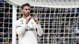 1. Sergio Ramos (Real Madrid) – Pria Spanyol ini mencetak gol ke-100 saat Real Madrid mengalahkan Leganes 3-0 di Copa del Rey. Bek tengah ini telah mengemas 80 gol bersama Real Madrid, 3 gol di Sevilla dan 17 gol di timnas Spanyol. (AP/Manu Fernandez)