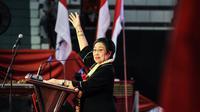 Ketum PDIP Megawati Soekarnoputri memberikan amanat kepada peserta Jambore Kader Komunitas Juang di GOR Satria Purwokerto, Banyumas, (10/2). Kegiatan Jambore angkatan VII ini diisi kegiatan apel satgas & deklarasi pemilu damai 2019. (Liputan6.com/HO/Iwan)