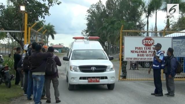 Setelah tertunda satu hari, proses evakuasi anggota TNI yang gugur dan terluka akhirnya dilakukan. Para korban dievakuasi menggunakan tiga helikopter TNI AD.