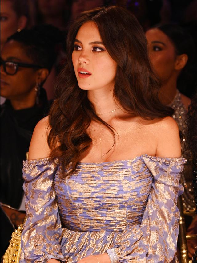 Deretan Busana Seksi Miss Universe Catriona Gray di NYFW