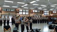 Irjen Firli resmi menjabat Kapolda Sumatera Selatan setelah dilantik oleh Kapolri Jenderal Tito Karnavian di Rupatama, Mabes Polri, Trunojoyo, Jakarta Selatan, Selasa (25/6/2019). (Liputan6/fachrur Rozie)